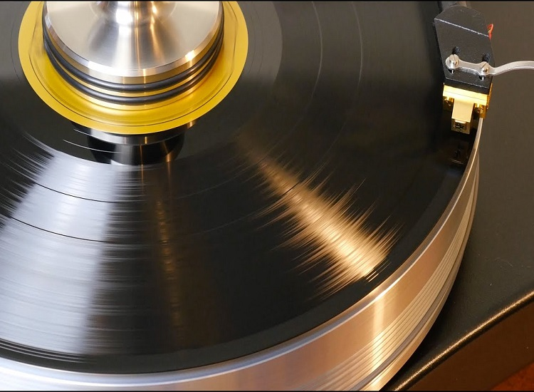 When the Music Business Fails, Vinyl Records Make a Return